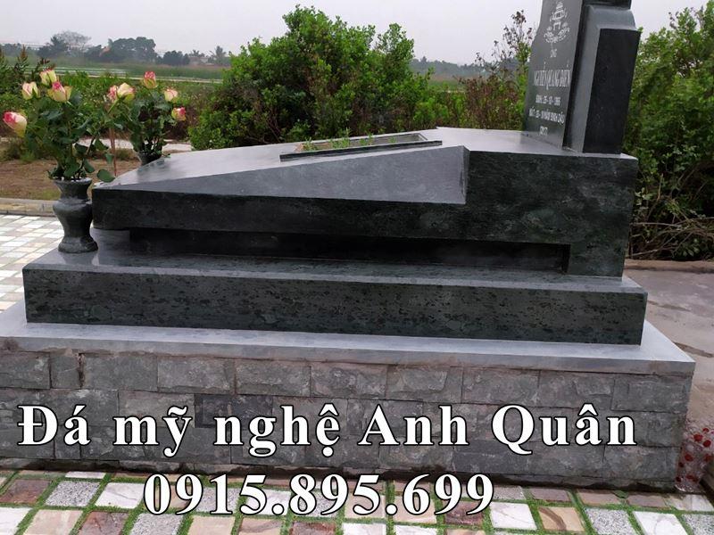 Mặt hông ngôi mộ khi hoàn thiện.